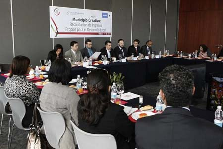 Photo: The Workshop was held in the Senate of Mexico on March 14, 2012. Senator Ramon Galindo, President of the Senate Commission on Local Government, opened the workshop.